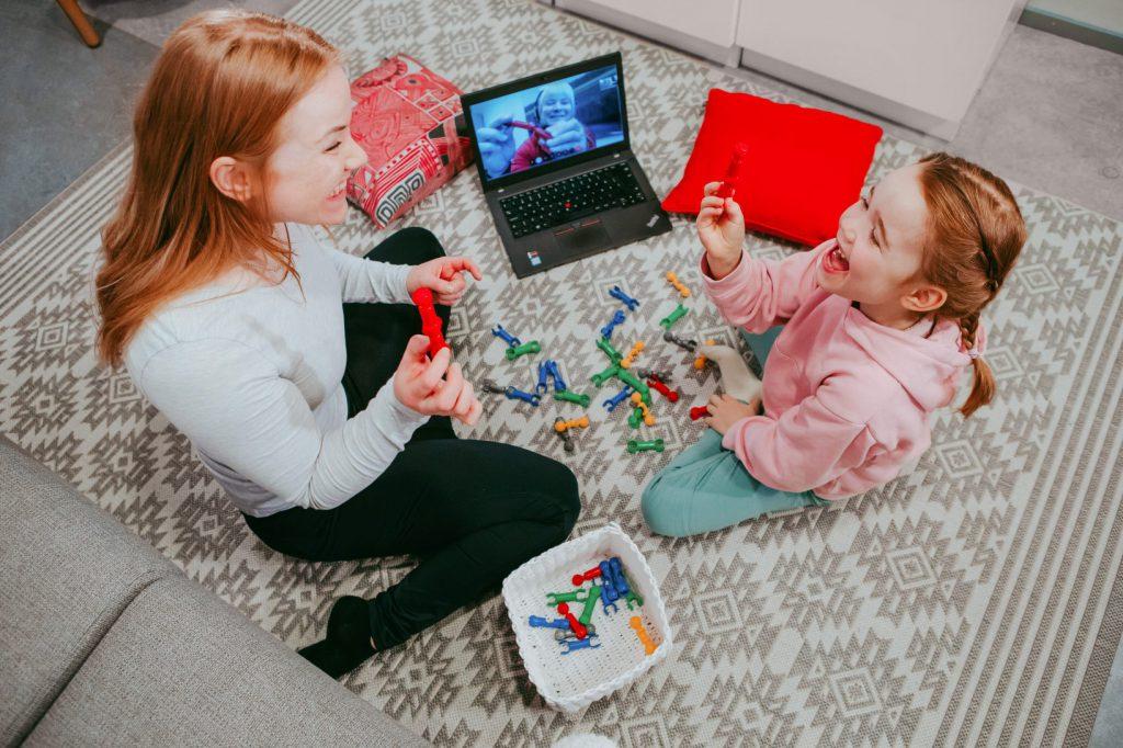 Toimintaterapia tukee lapsen kehitystä ja omatoimisuutta.
